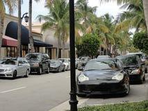 Sehr teure Luxusautos parkten auf einer Straße im Palm Beach, Flo Lizenzfreies Stockbild