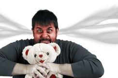 Sehr verärgerter Mann mit Teddybären lizenzfreie stockfotos