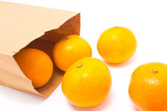 Sei arance che cadono dal sacco di carta. Immagini Stock Libere da Diritti