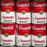 Sei barattoli della latta della minestra del pomodoro di Campbell fotografia stock libera da diritti