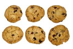 Sei biscotti con l'uva passa isolata sopra fondo bianco Fotografia Stock