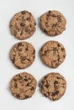 Sei biscotti sul bordo bianco Fotografia Stock