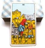 6 sei di sicurezza emozionale della carta di tarocchi delle tazze che si è preoccupata per dare e la ricezione dell'apertura che  royalty illustrazione gratis