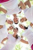 Sei donne che stanno con le loro teste nel cerchio fotografia stock