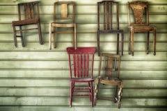 Sei sedie di legno d'attaccatura Fotografie Stock