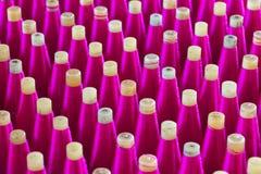 Seide eingewickelt auf Kunststoffrohr, thailändisches silk Rohr Stockfotografie