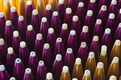 Seide eingewickelt auf Kunststoffrohr, thailändisches silk Rohr Lizenzfreie Stockfotos