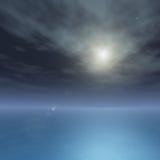 Seidiger Ozean auf heller Stern-Nacht Stockbild