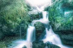 Seidiger Wasserfall stockbilder