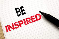 Seien angespornt Sie Geschäftskonzept für Inspiration und Motivation geschrieben auf Notizbuch mit Kopienraum auf Buchhintergrund stockfoto