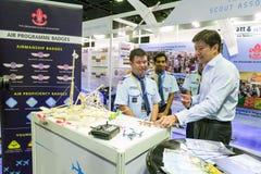Seien Sie Besuchsstände Ng Chee Meng am Luftfahrt-offenen Haus behilflich stockfoto