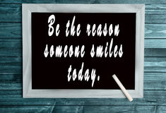 Seien Sie der Grund, den jemand heute lächelt stockbilder