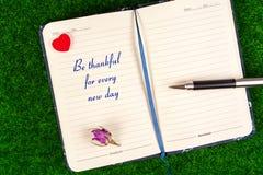 Seien Sie für jeden neuen Tag dankbar lizenzfreies stockbild