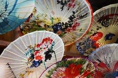 Seien Sie mit Farbpapier umbrella1 aufrührerisch Stockbild