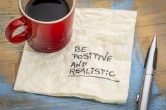 Seien Sie positiv und auf Serviette realistisch lizenzfreie stockfotografie
