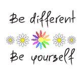 Seien Sie unterschiedlich, seien Sie sich - handgeschriebenes Motivzitat Druck für Anspornungsplakat, stock abbildung