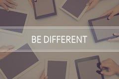 SEIEN Sie UNTERSCHIEDLICHES KONZEPT Geschäfts-Konzept Lizenzfreie Stockbilder