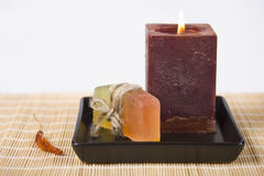 Seife und Kerze lizenzfreie stockbilder