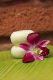 Seife und Orchidee Stockfoto
