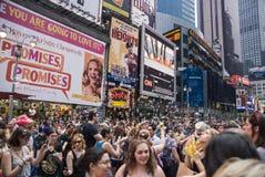 Seifenblasen im Times Square Stockbild