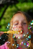 Seifenluftblasen des jungen Mädchens Lizenzfreies Stockfoto