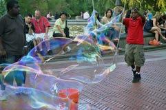 Seifenluftblasenspaß in New York Stockfotografie