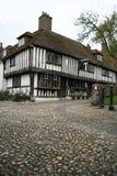 Seigle pavé en cailloutis Angleterre de maison de tudor de rue Photographie stock libre de droits