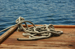 Seil auf einem Dock Stockbild