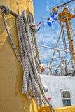Seil auf einem Schiff stockfotos