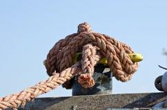 Seil auf Seeschiffszaun Stockbilder