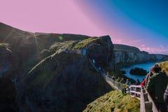 Seil-Brücke in Nord-Irland Stockfotografie