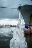 Seil mit Schiff Lizenzfreie Stockfotos