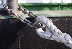 Seil und Kette stockfoto