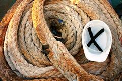 Seil und Sturzhelm Lizenzfreie Stockfotografie