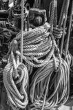 Seil und Takelung am alten Segelboot Lizenzfreie Stockfotografie