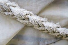 Seilbeschaffenheiten auf Hafen Stockbild