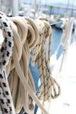 Seile auf der Yacht Stockfoto