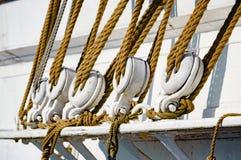Seile auf Segeln-Lieferung Stockbilder