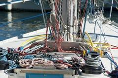 Seile und Handkurbel Stockfoto