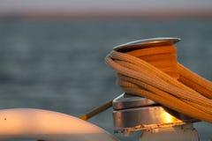 Seilrolle auf einem Boot stockfoto
