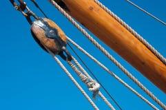 Seilrolle auf Fischerboot lizenzfreies stockfoto