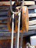 Seilrolle und Seile stockfoto