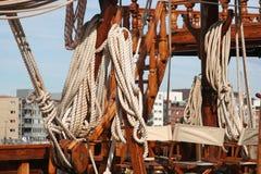 Seilrollen und Seile Stockbilder