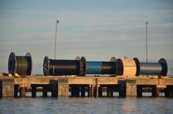 Seilzugbandspulen auf Dock Stockfoto