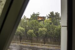 Sein rainly Tag an Fenster scane lizenzfreie stockfotografie