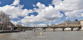 Seine com opinião das pontes na mola Fotos de Stock Royalty Free