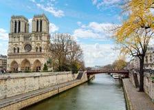 Seine-Fluss in Paris, Frankreich lizenzfreie stockfotos