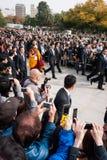 Seine Heiligkeit Dalai Lama in Hiroshima-Frieden Memorial Park stockbild