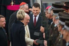 Seine Heiligkeit Pope Francis und Raimonds Vejonis, Präsident von Lettland stockbild