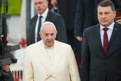 Seine Heiligkeit Pope Francis und Raimonds Vejonis, Präsident von Lettland stockfotografie